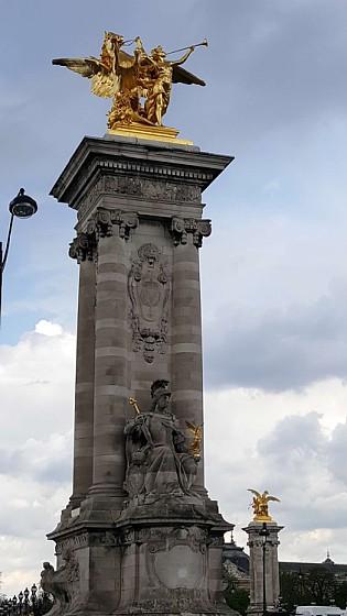 Bastille statue